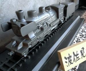 陶器でできた機関車